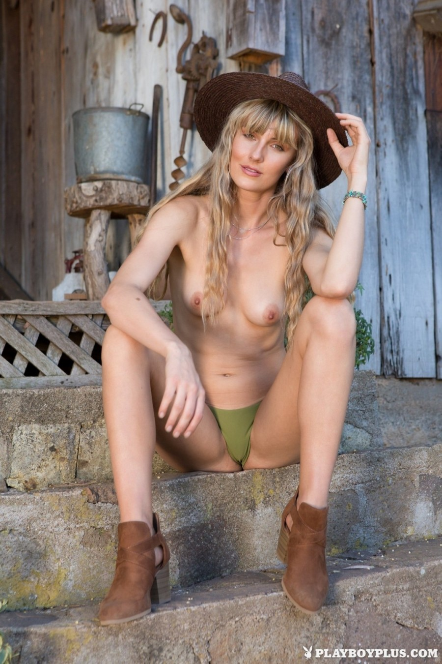 A country girl with a tight naked body