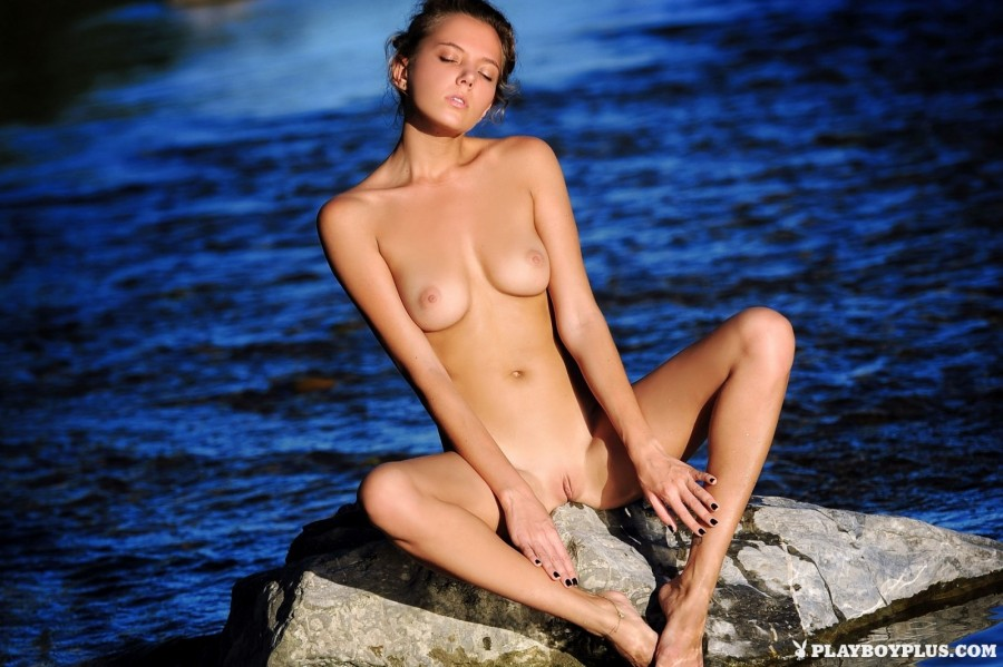 Naked beauty at the lake