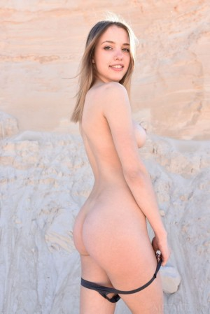 Naked brunette turns desert into her own sandbox