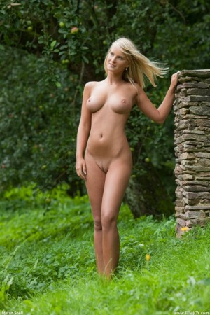Naked chick spends day in the garden