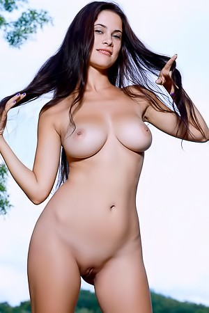 Martina Mink Expose Her Gorgeous Big Breasts