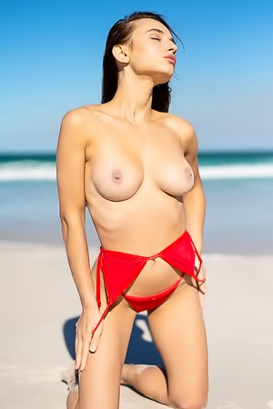Gloria Sol Spend Naked These First Days Of Summer