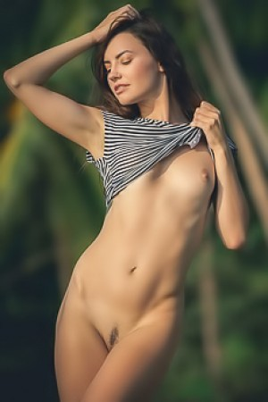 Elilith Noir Sexy Beauty Getting Naked On The Beach