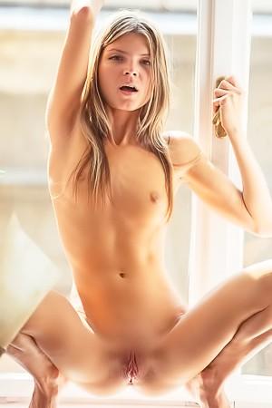 Skinny Blonde Gina Gerson Nude