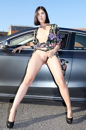 Lady Dee Erotic Photos Outdoors